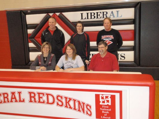 Caitlin Bauer Signs with Shockers