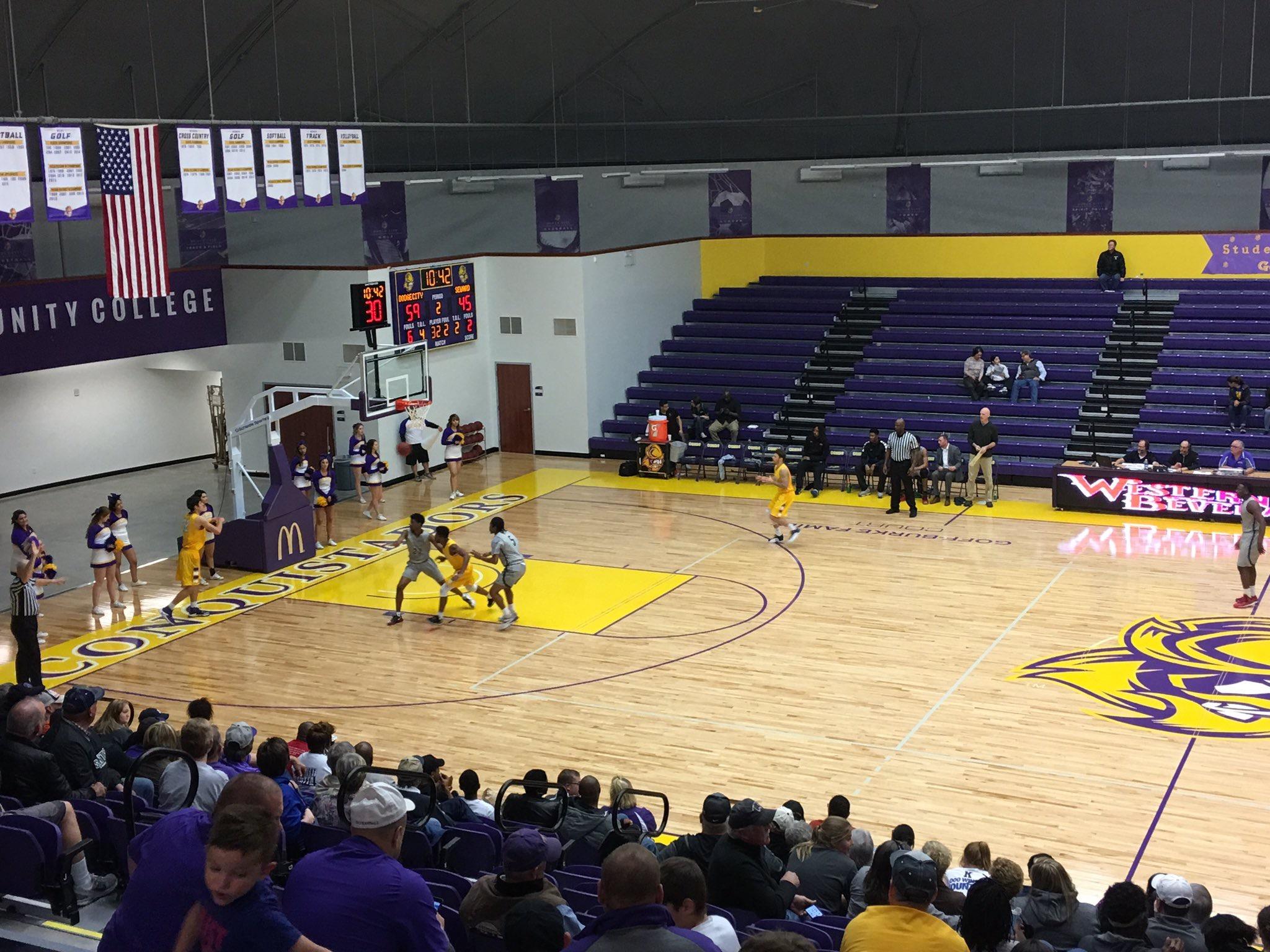 Beauregard Scores 40 in Loss at Dodge City
