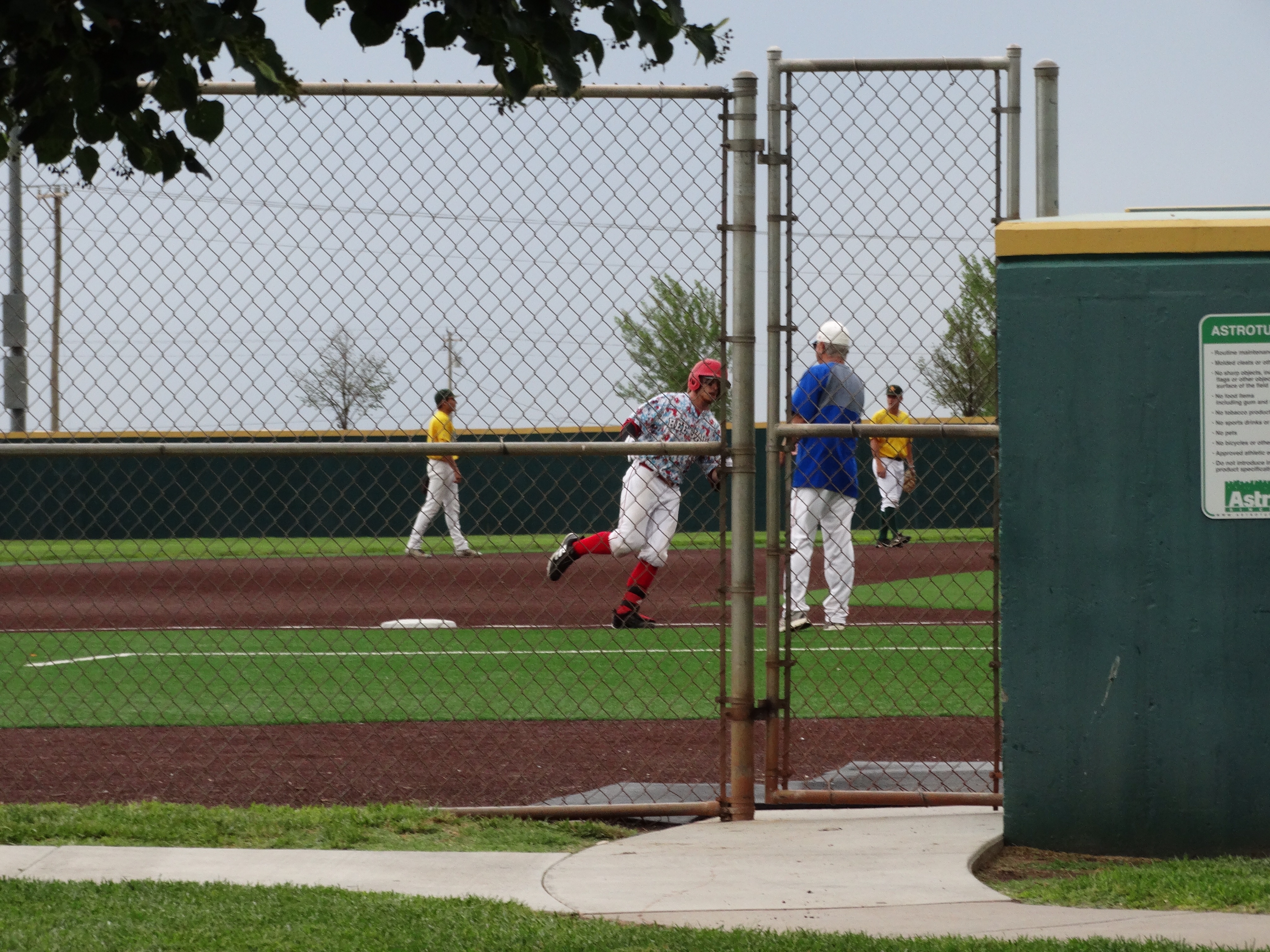 Bee Jays Strand 14 in Loss at Dodge City
