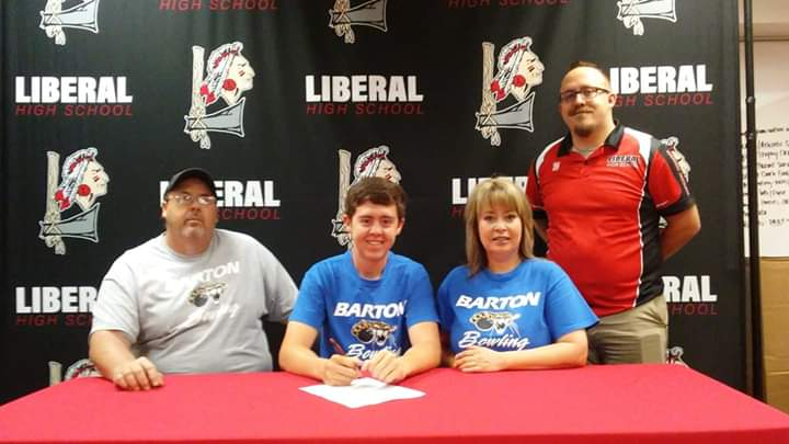 Tracey Hill Signs for Barton Bowling